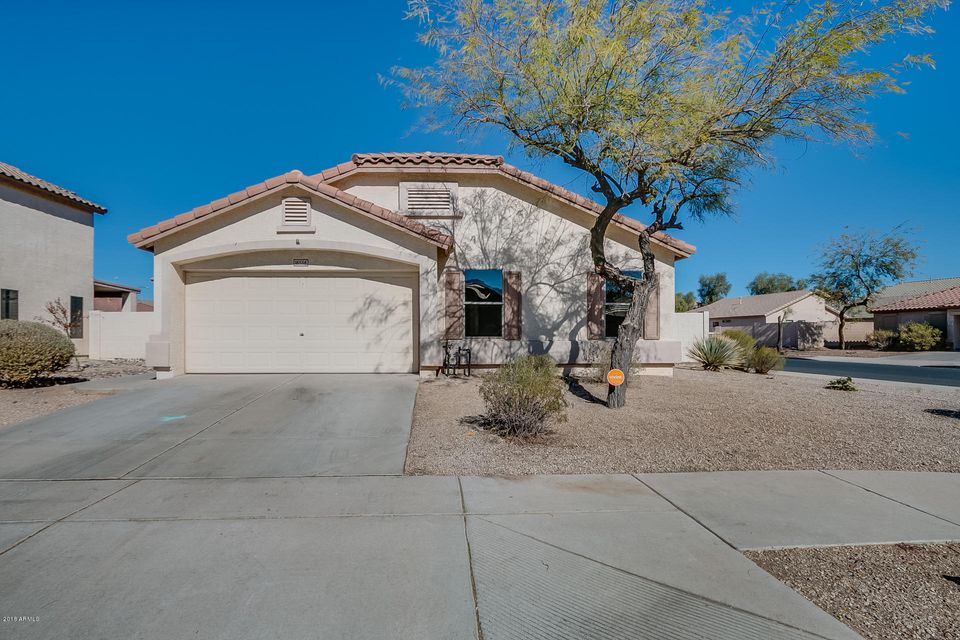 Photo of 16556 W LATHAM Street, Goodyear, AZ 85338