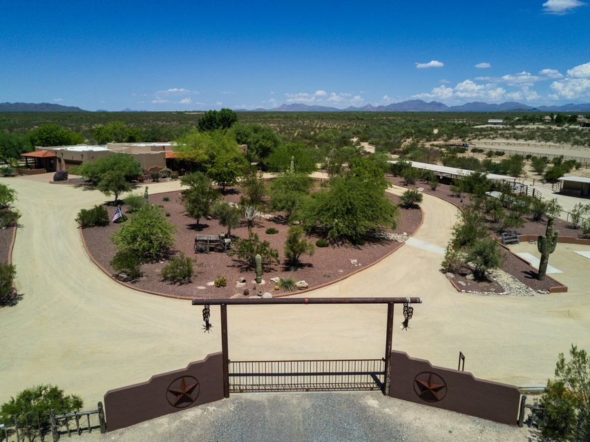 Photo of 35450 S GOLD ROCK Circle, Wickenburg, AZ 85390