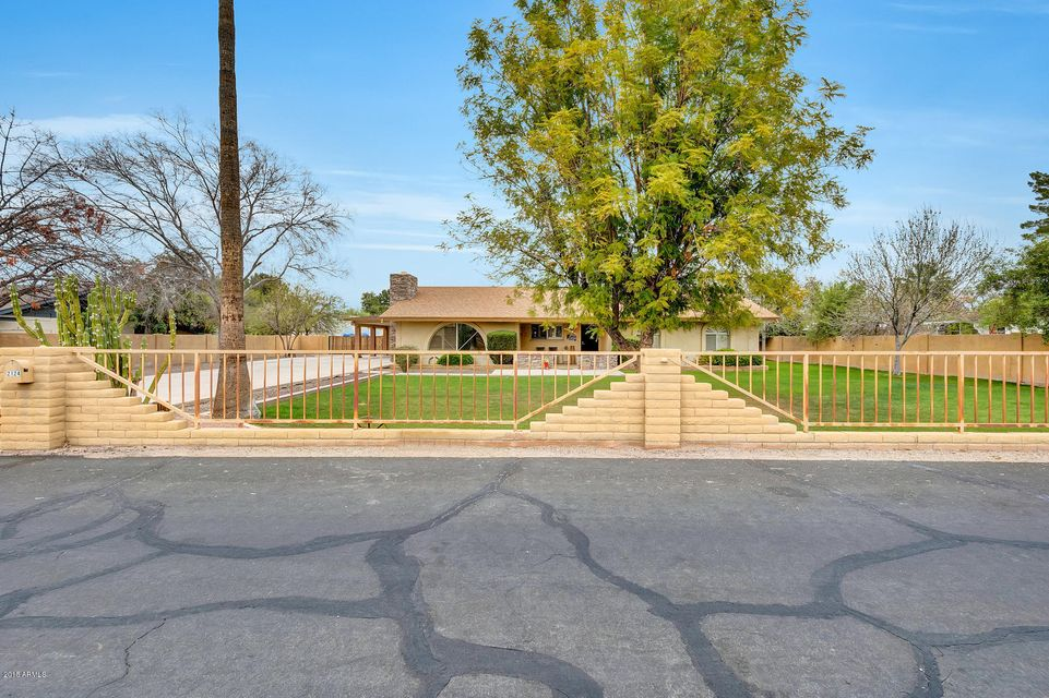 Photo of 2124 W SHAWNEE Drive, Chandler, AZ 85224