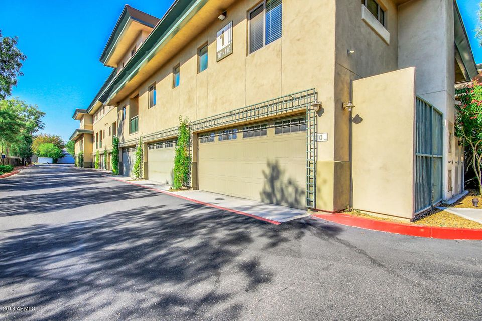 Photo of 815 E ROSE Lane #105, Phoenix, AZ 85014