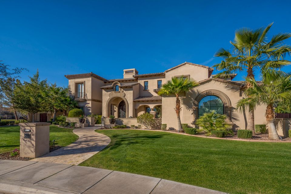 Photo of 640 W SUNSHINE Place, Chandler, AZ 85248