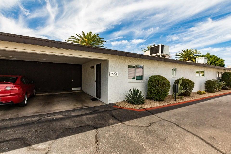 Photo of 1250 E BETHANY HOME Road #24, Phoenix, AZ 85014