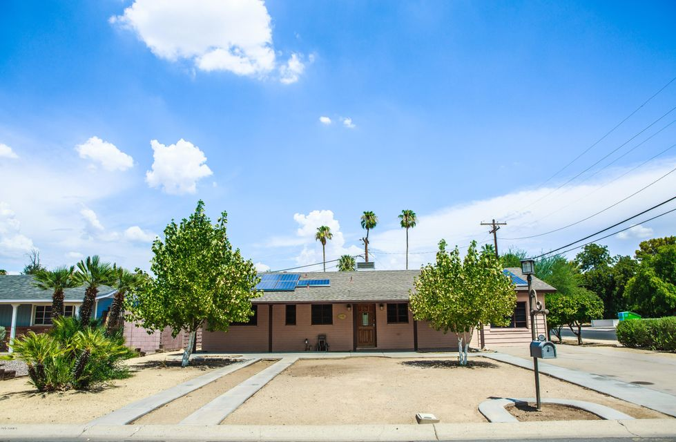 Photo of 401 N CHERI LYNN Drive, Chandler, AZ 85225