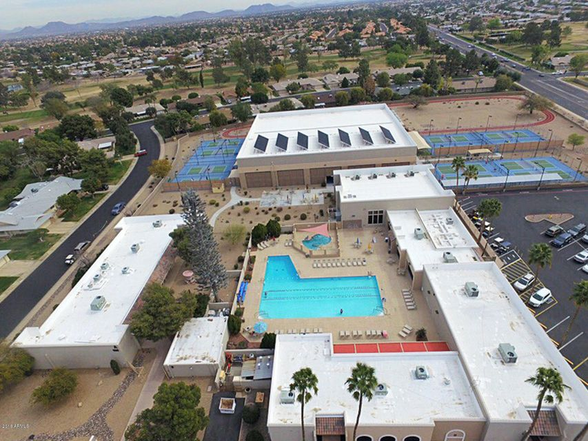 MLS 5736824 9550 W COUNTRY CLUB Drive, Sun City, AZ 85373 Sun City AZ Community Pool