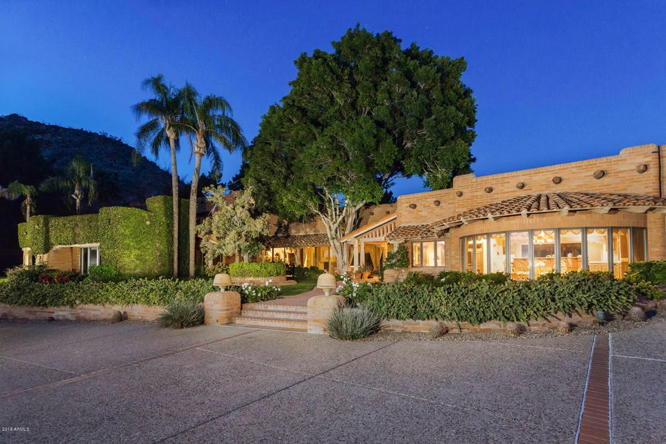 Photo of 4502 E MOONLIGHT Way, Paradise Valley, AZ 85253