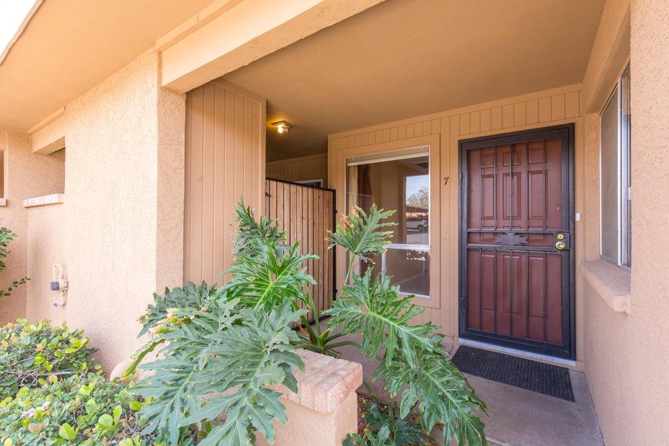 Photo of 408 W BLACKHAWK Drive #7, Phoenix, AZ 85027