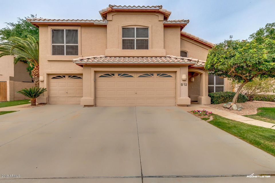 Photo of 812 N PINEVIEW Drive, Chandler, AZ 85226