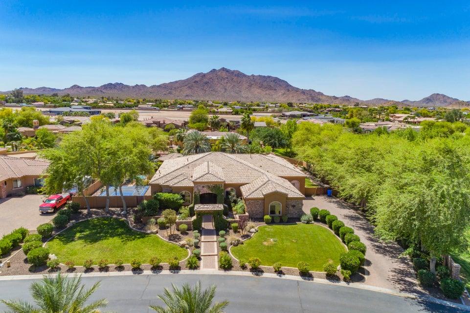 Photo of 3865 E CHERRY HILL Drive, Gilbert, AZ 85298