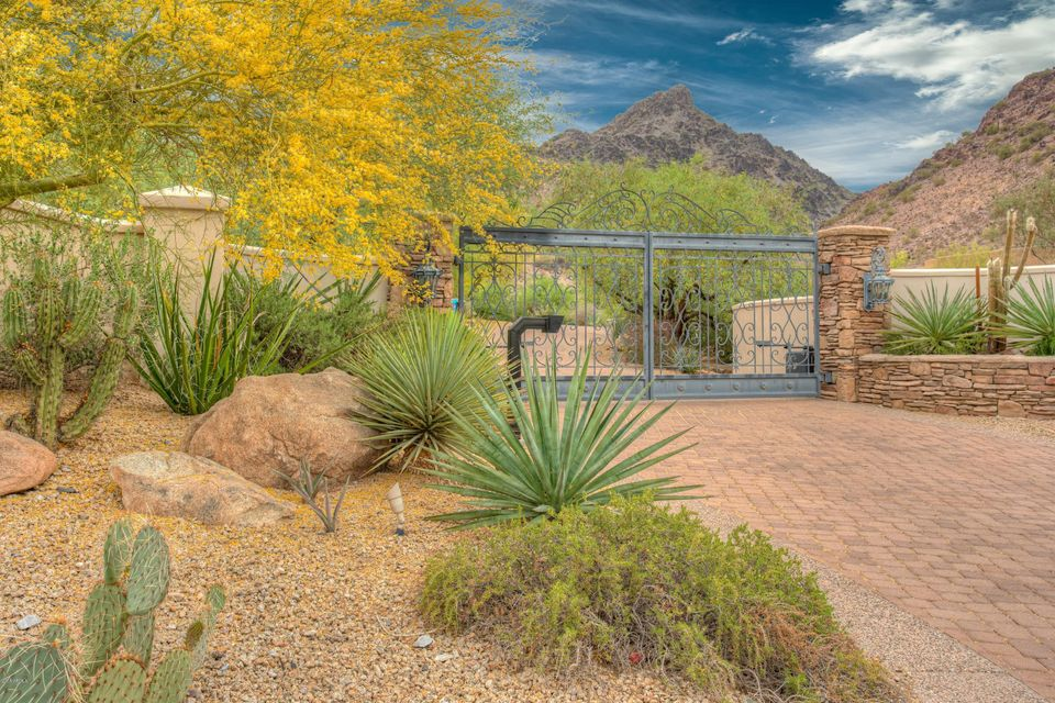 Photo of 2560 E OCOTILLO Road, Phoenix, AZ 85016