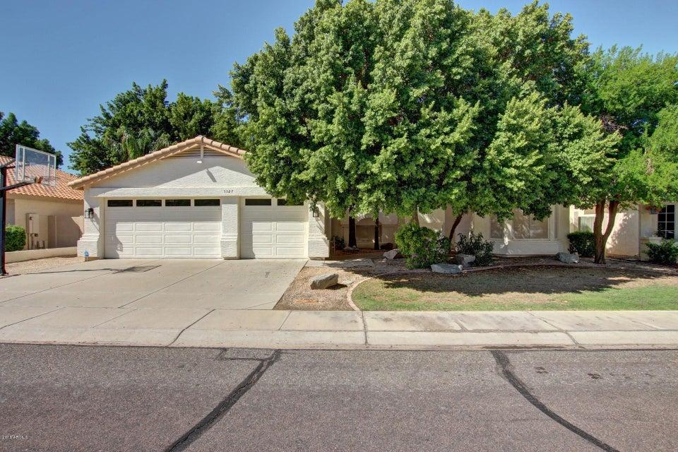 Photo of 5527 W ARROWHEAD LAKES Drive, Glendale, AZ 85308