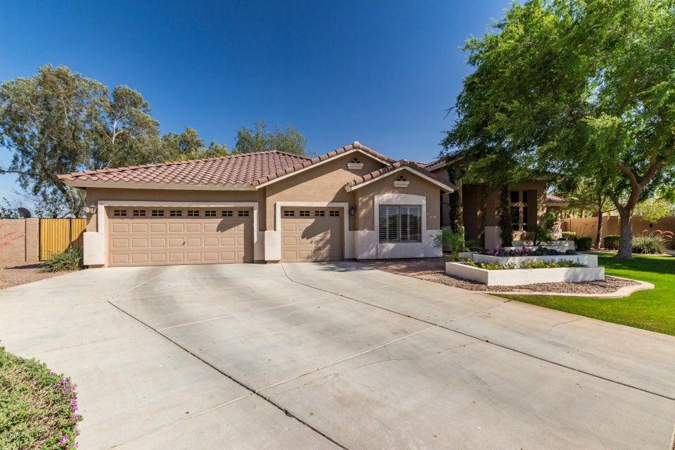 Photo of 681 E CONSTITUTION Drive, Gilbert, AZ 85296