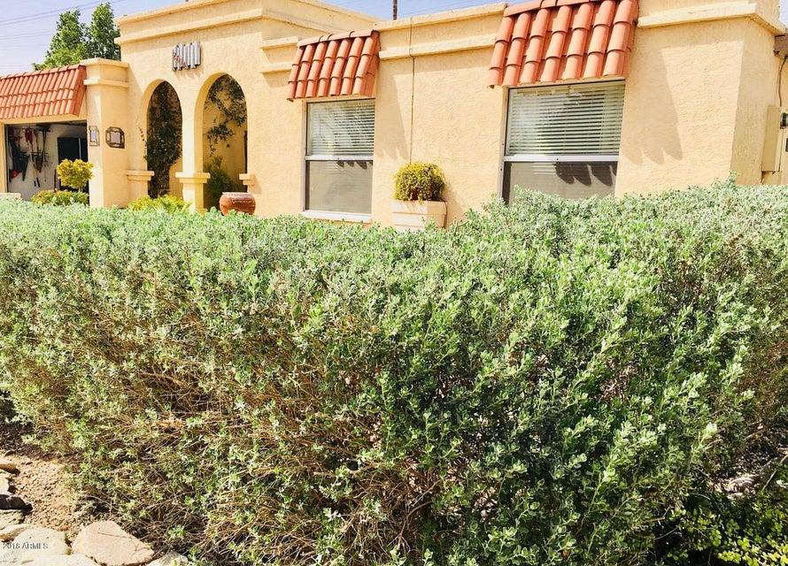 Photo of 2604 W SUMMIT Place, Chandler, AZ 85224