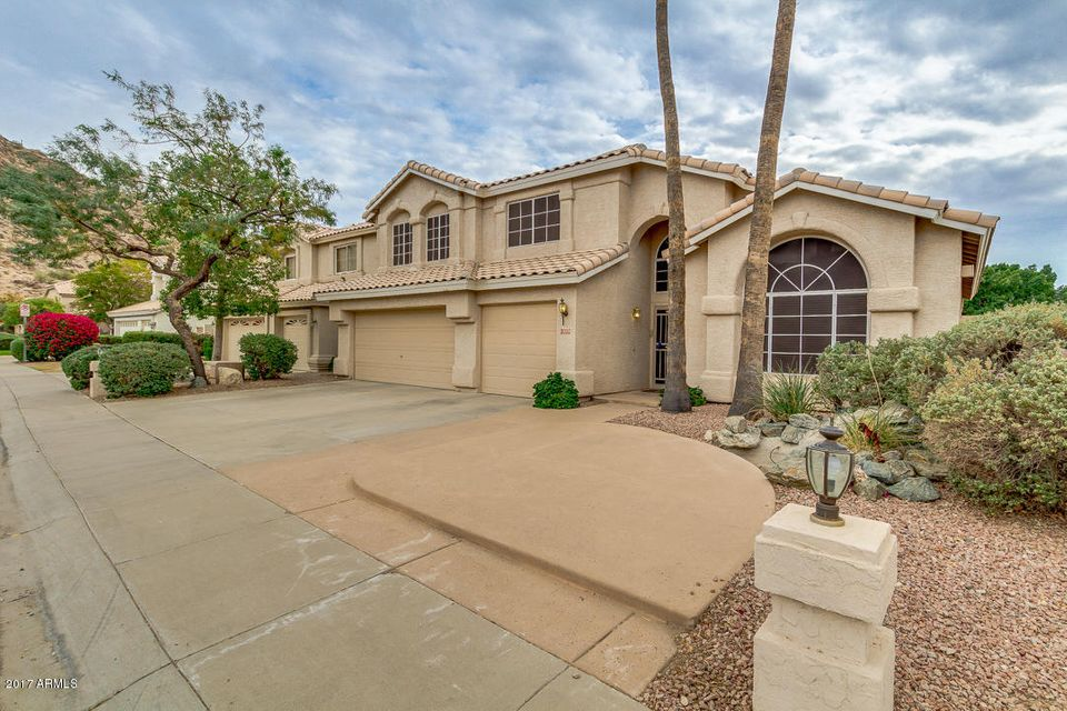 Photo of 1323 E THISTLE LANDING Drive, Phoenix, AZ 85048