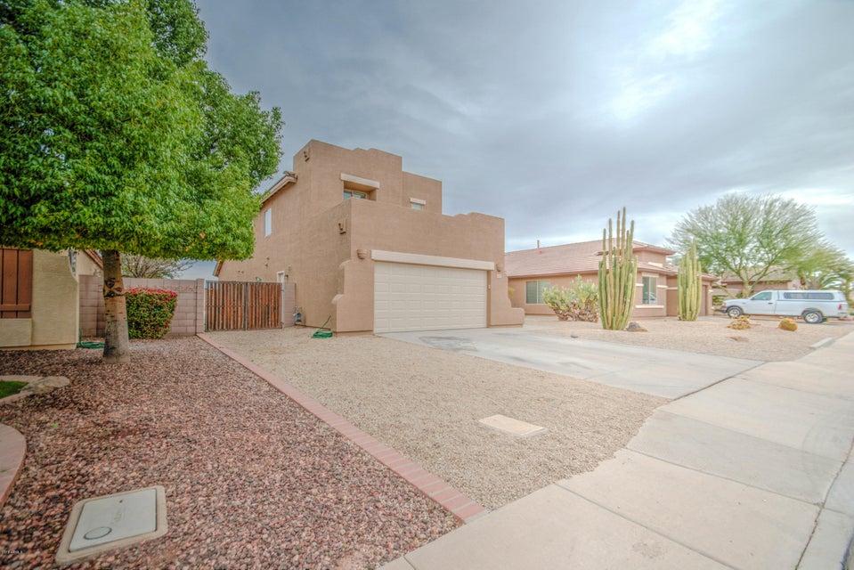 Photo of 3040 E CHERRY HILLS Place, Chandler, AZ 85249