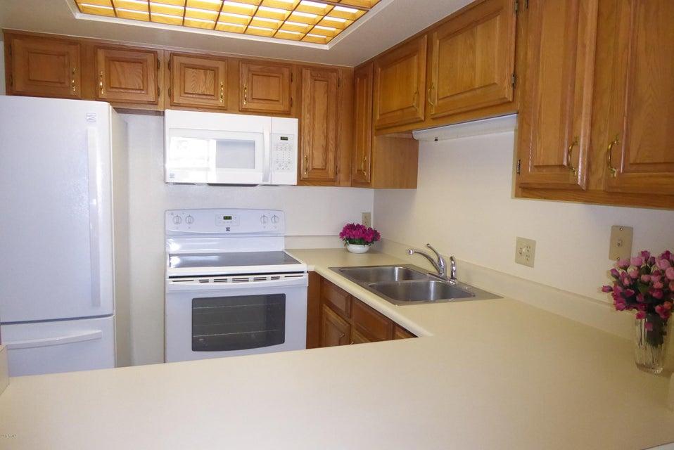 MLS 5775350 10330 W THUNDERBIRD Boulevard Unit C215, Sun City, AZ Sun City AZ Luxury