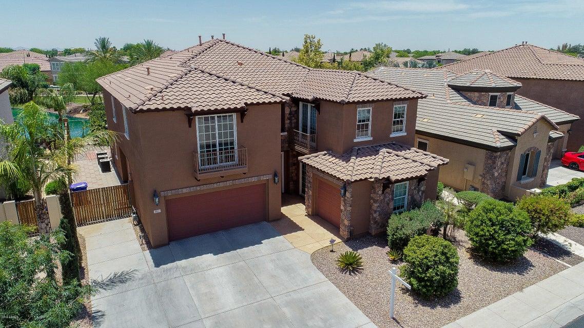Photo of 861 E CANYON Way, Chandler, AZ 85249