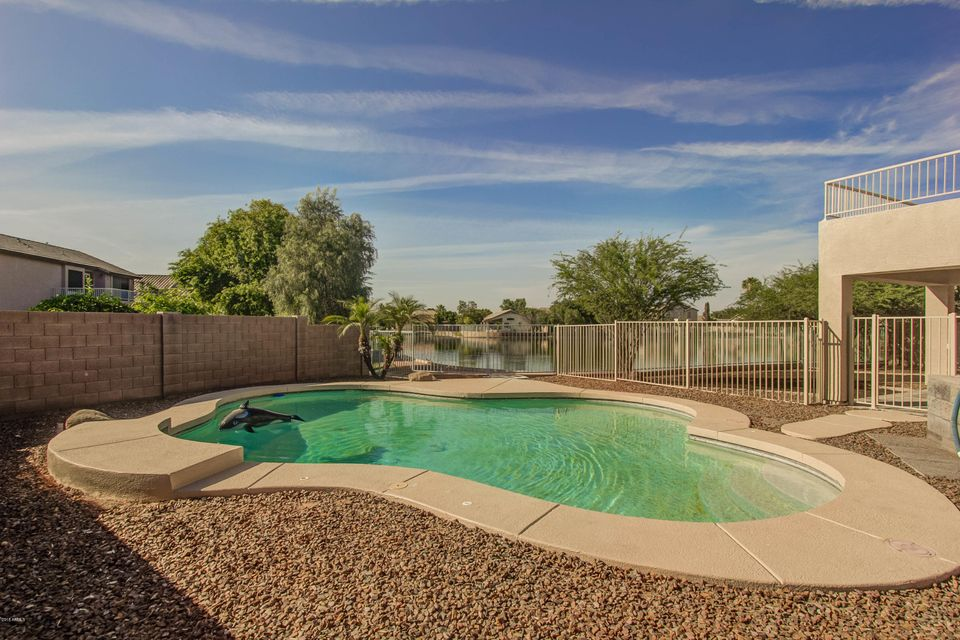 Photo of 10926 W CAMBRIDGE Avenue, Avondale, AZ 85392