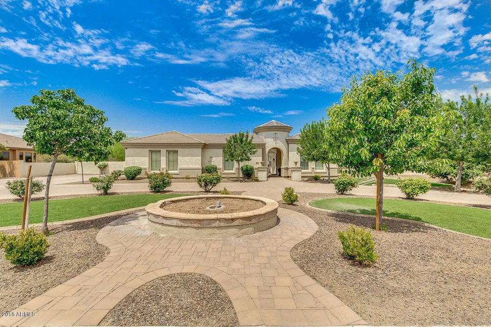 Photo of 6544 S OAKWOOD Way, Gilbert, AZ 85298