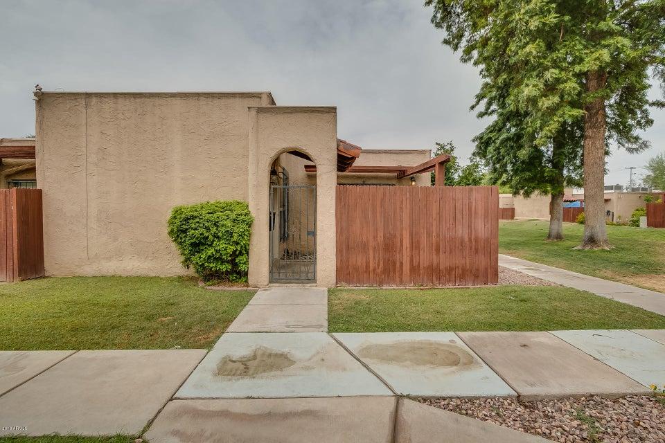 Photo of 1042 E PUEBLO Road, Phoenix, AZ 85020