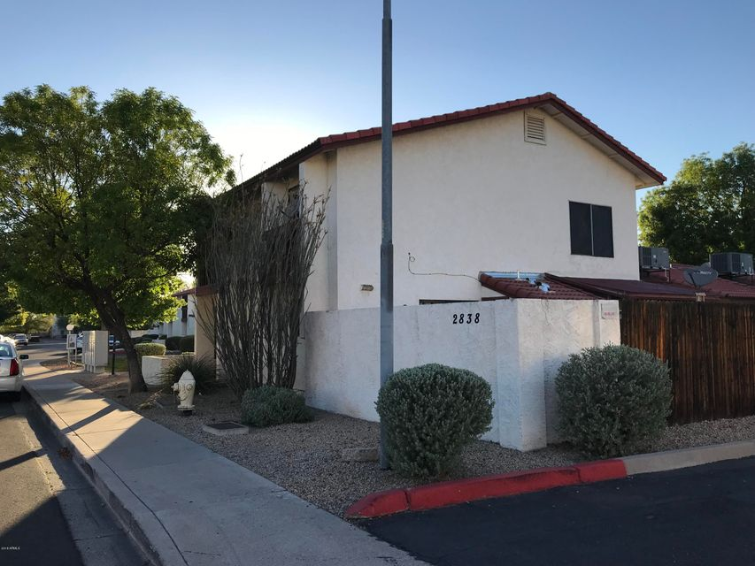 MLS 5787867 2838 E BECK Lane Unit 2, Phoenix, AZ Phoenix AZ Private Pool
