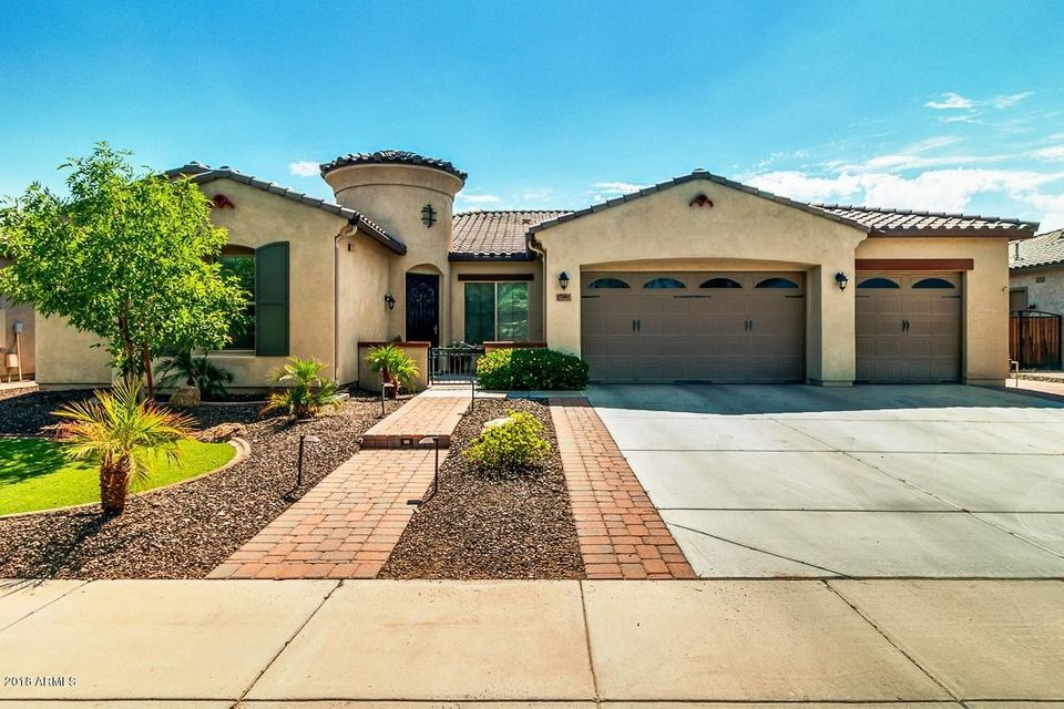 Photo of 1461 S CARRIAGE Lane, Chandler, AZ 85286