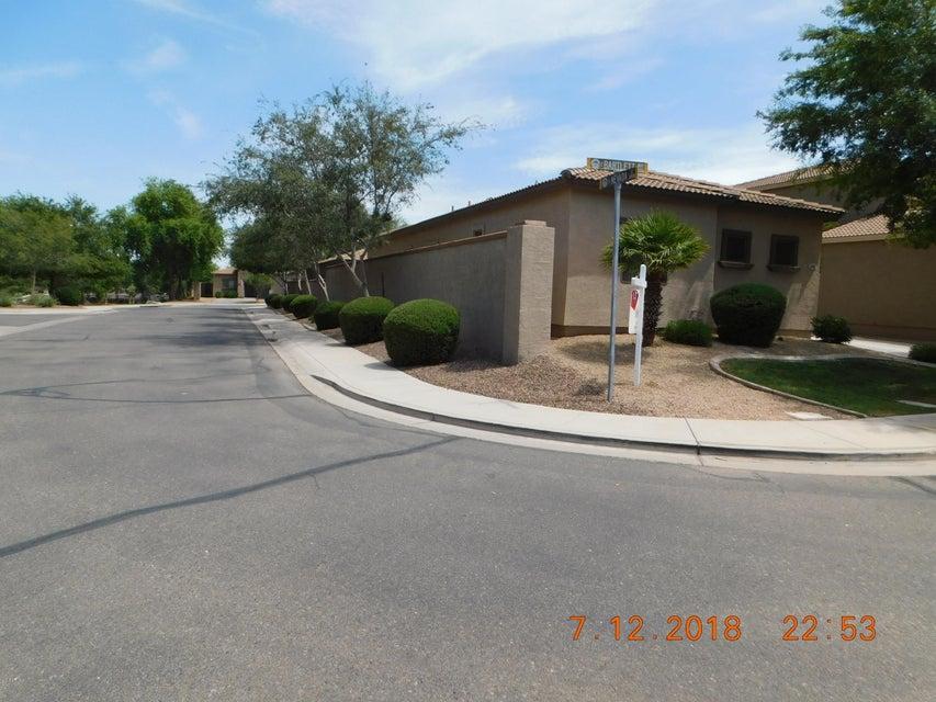 Photo of 486 E BARTLETT Way, Chandler, AZ 85249