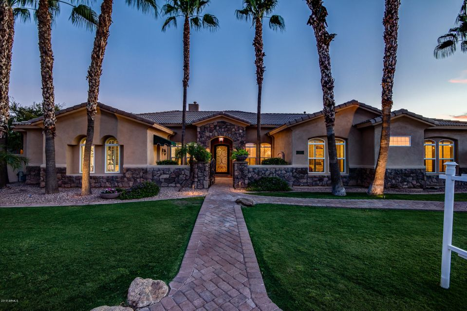 Photo of 376 N CLOVERFIELD Circle, Litchfield Park, AZ 85340