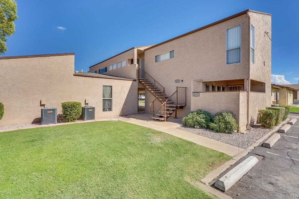 Photo of 2673 E OAKLEAF Drive, Tempe, AZ 85281
