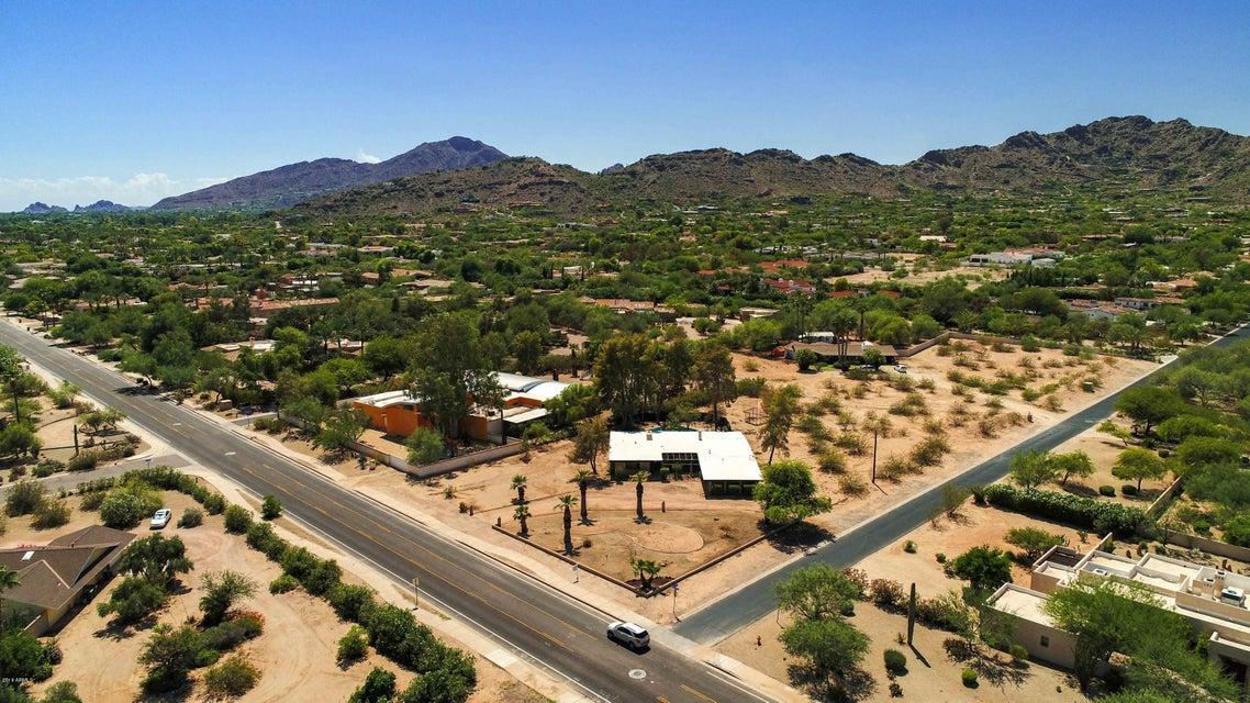 Photo of 7630 N MOCKINGBIRD Lane, Paradise Valley, AZ 85253