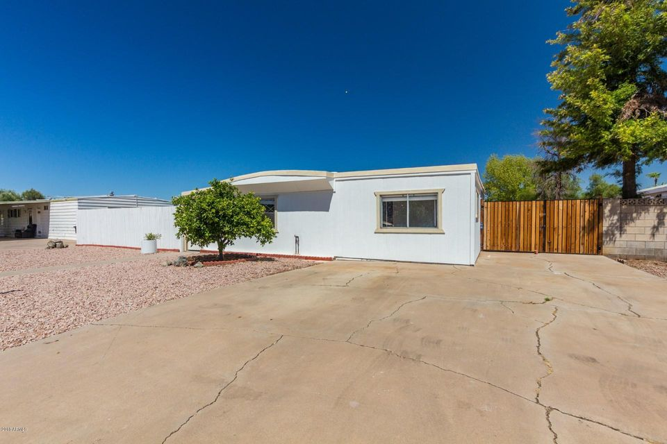 Photo of 732 W CALLE DEL NORTE --, Chandler, AZ 85225