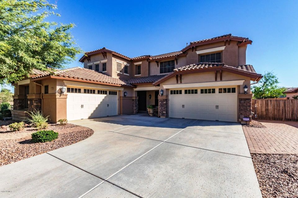 Photo of 2603 E DONATO Drive, Gilbert, AZ 85298