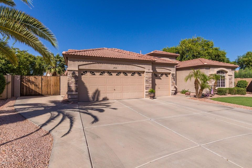 Photo of 1801 S BRENTWOOD Place, Chandler, AZ 85286