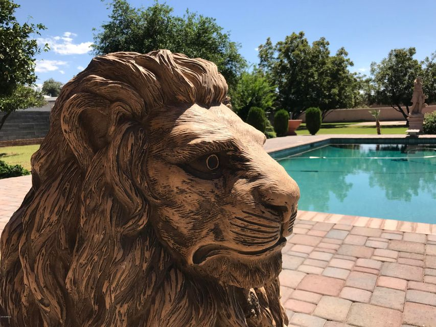 Photo of 5815 W MERCER Lane, Glendale, AZ 85304
