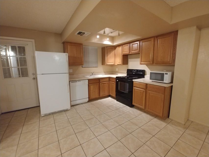 Photo of 6102 W TOWNLEY Avenue, Glendale, AZ 85302