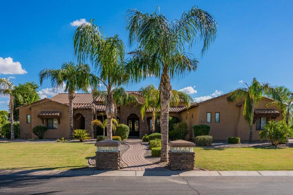 Photo of 2937 E LATHAM Way, Gilbert, AZ 85297