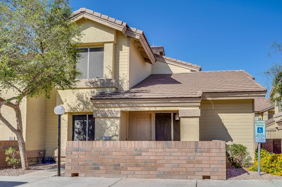 Photo of 2201 N COMANCHE Drive #1089, Chandler, AZ 85224