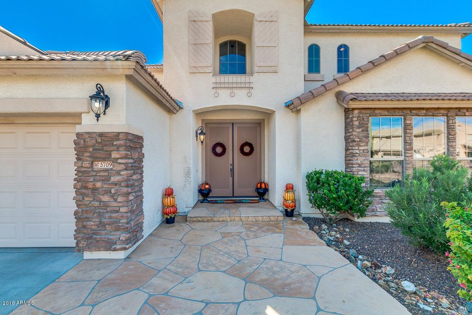 Photo of 5709 W LUDDEN MOUNTAIN Drive, Glendale, AZ 85310