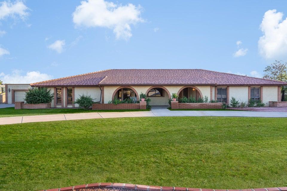 Photo of 7429 W GROVERS Avenue, Glendale, AZ 85308