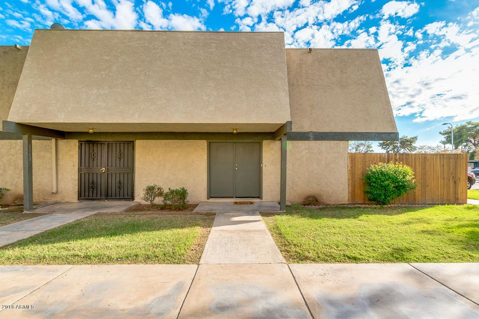 Photo of 6064 W GOLDEN Lane, Glendale, AZ 85302