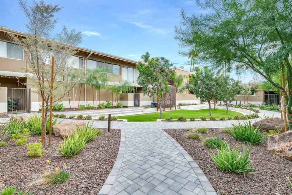 Photo of 2233 E HIGHLAND Avenue #205, Phoenix, AZ 85016