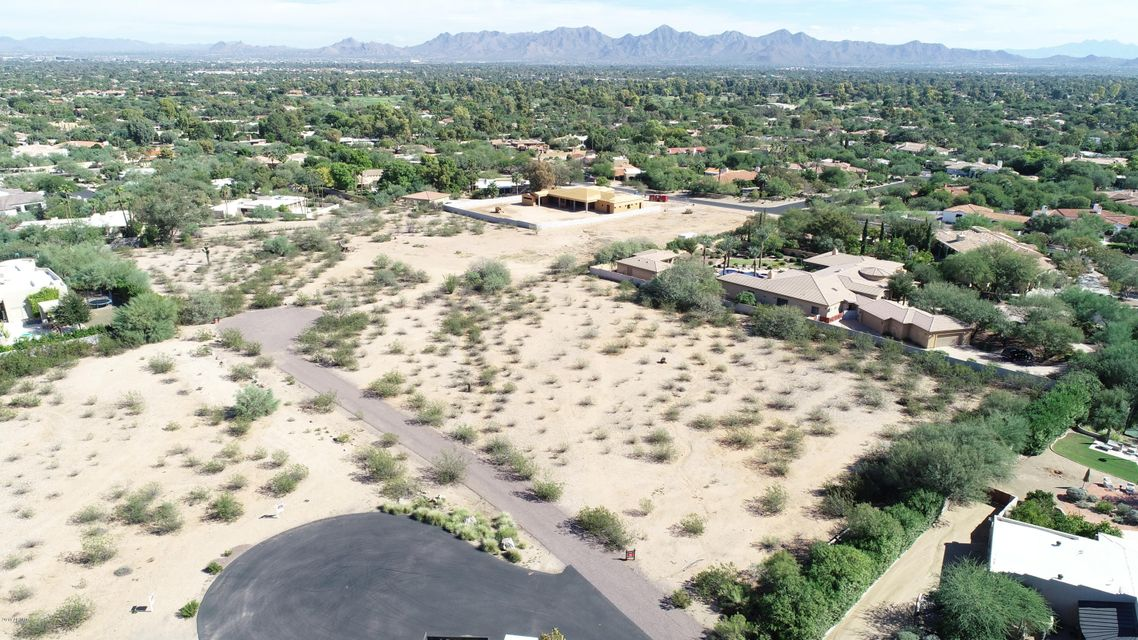Photo of 7777 N INVERGORDON Road, Paradise Valley, AZ 85253