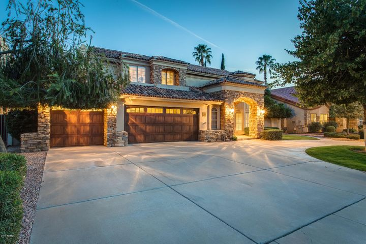 Photo of 10245 E COCHISE Drive, Scottsdale, AZ 85258