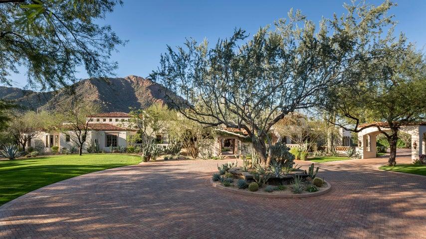 Photo of 5901 E VALLEY VISTA Lane, Paradise Valley, AZ 85253