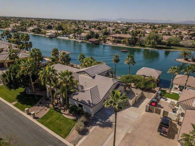 Photo of 340 N SHORE Lane, Gilbert, AZ 85233