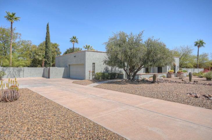 Photo of 6802 E NORTH Lane, Paradise Valley, AZ 85253