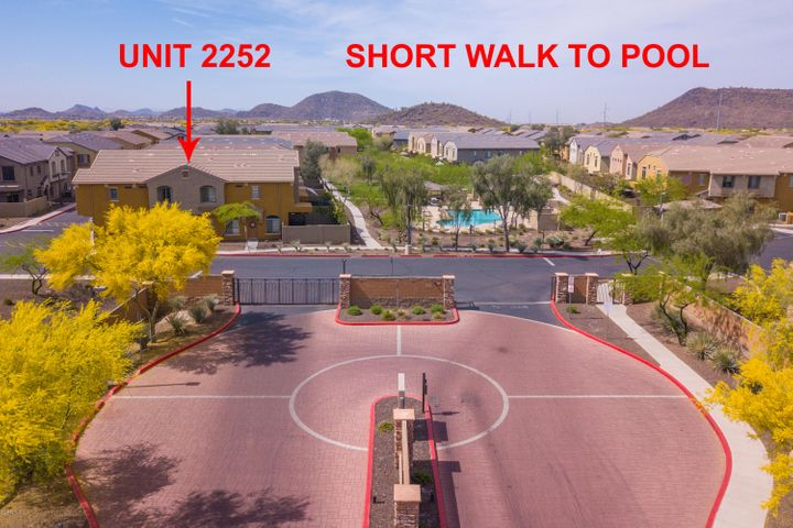 Photo of 2725 E MINE CREEK Road #2252, Phoenix, AZ 85024