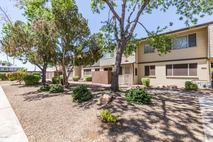 Photo of 2610 W BERRIDGE Lane #121, Phoenix, AZ 85017