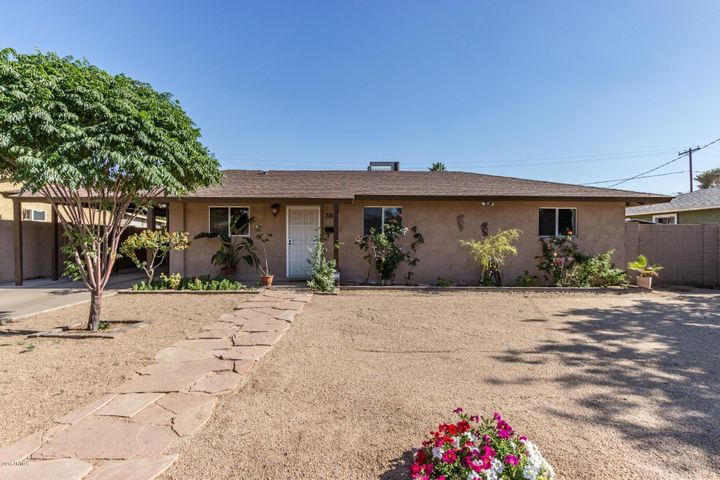 Photo of 715 E BUFFALO Street, Chandler, AZ 85225