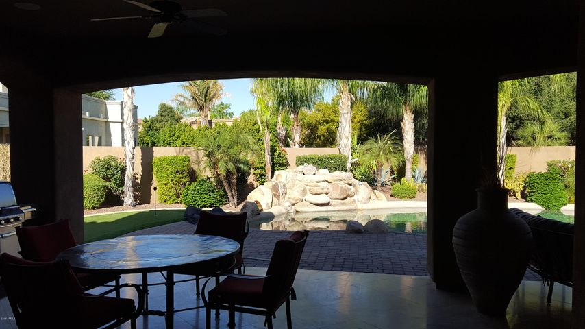 Photo of 320 N CLOVERFIELD Circle, Litchfield Park, AZ 85340