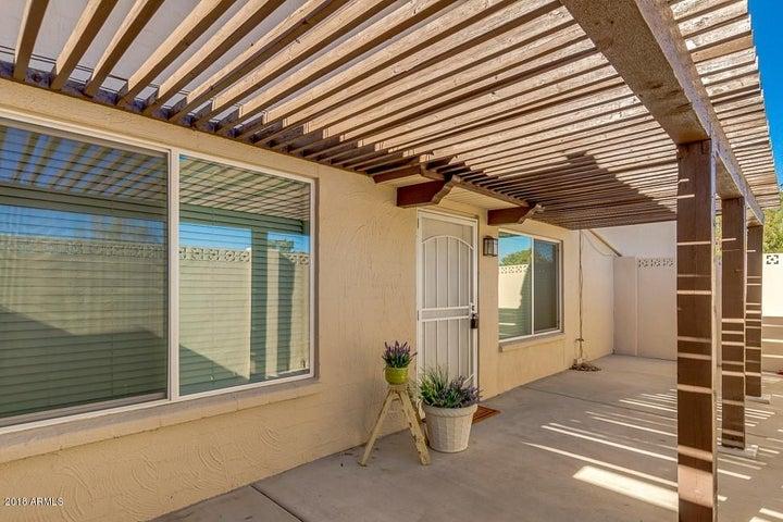 Photo of 752 E JOAN D ARC Avenue, Phoenix, AZ 85022